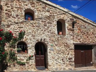 Beautiful 1 bedroom Herault Cottage with Internet Access - Herault vacation rentals