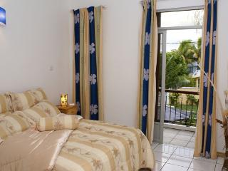 3 bedroom Condo with Internet Access in Blue Bay - Blue Bay vacation rentals
