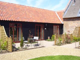 2 bedroom Barn with Internet Access in Ludham - Ludham vacation rentals