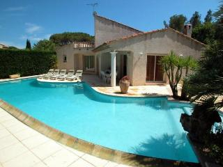 1025 St Raphael villa with large private pool - Saint Raphaël vacation rentals
