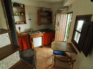 Nice 1 bedroom Gite in Quentar with Internet Access - Quentar vacation rentals