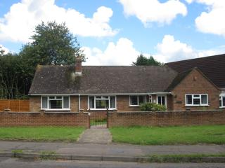 Wonderful 4 bedroom Bungalow in Guildford - Guildford vacation rentals
