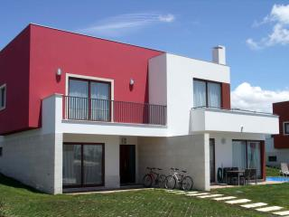 Bright Villa with Satellite Or Cable TV and Outdoor Dining Area - Obidos vacation rentals