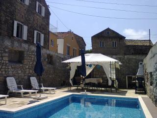 Beautiful 4 bedroom House in Konavle - Konavle vacation rentals