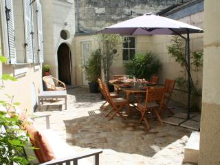 Le Logis 4* centre de Saumur, parking privé - Saumur vacation rentals