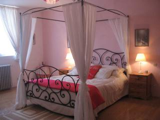Charming 3 bedroom Le Vigeant House with Internet Access - Le Vigeant vacation rentals