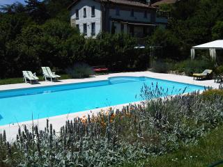 Convenient Gite with Internet Access and Satellite Or Cable TV - Lanet vacation rentals