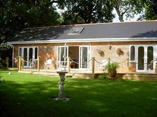 """Kipper Cottage "" Waterside property - Wootton vacation rentals"