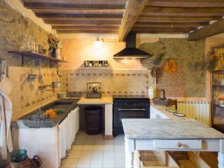 Casa Sotto la Torre Casa Terra - Boveglio vacation rentals