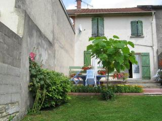 Nice Gite with Parking Space and Balcony - Verdun vacation rentals