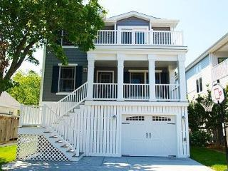 Bright and cheery 5 bedroom, 4.5 bath home only 2 blocks from the beach - Bethany Beach vacation rentals