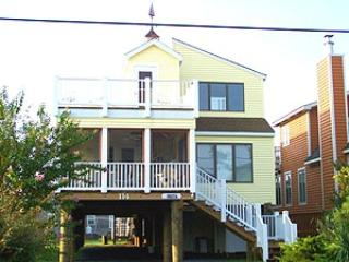 Lovely 3 bedroom, 2 bath home with den. Less than a block to the beach - Image 1 - Bethany Beach - rentals