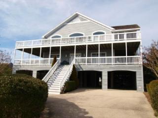 5 bedroom, 4.5 bath home - 1/2 block to the ocean! - Cedar Neck vacation rentals