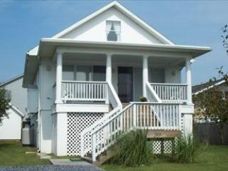 Cute 2 bedroom home less than a block to the beach! - Image 1 - Bethany Beach - rentals
