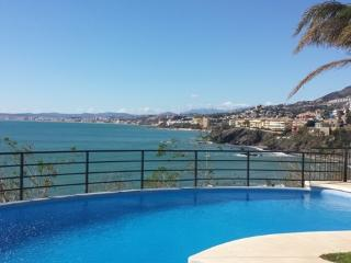 Apartment with fantastic views at first line - Benalmadena vacation rentals