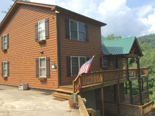 Beautiful cabin home tucked away on a serene mountainside in Townsend! - Tallassee vacation rentals