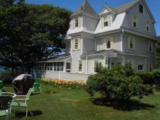 CAPTAIN`S QUARTERS | EAST BOOTHBAY | LINEKIN BAY | DOCK & FLOAT | BEAUTIFUL VICTORIAN CAPTAIN'S HOUSE | OCEAN FRONT WITH V - Boothbay vacation rentals