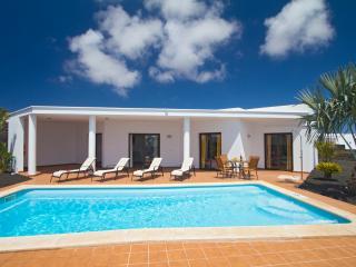 Playa Blanca 2 bedrooms villa heatable pool - Playa Blanca vacation rentals