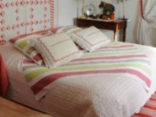 Chambre Rouge - Orgon vacation rentals