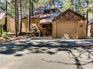 Rustic-chic home w/private hot tub & SHARC access, great location! - Sunriver vacation rentals