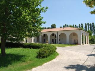 Lovely 2 bedroom Condo in Quarto D'Altino with Internet Access - Quarto D'Altino vacation rentals