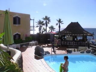 Luxury Mini Villa beach side Air/Con good price. - Maspalomas vacation rentals