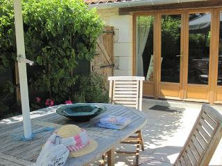 Garden Cottage a ground floor spacious gite & pool - Saumur vacation rentals