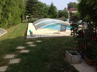 Belle maison et piscine chauff - Saint Jean d'Angely vacation rentals