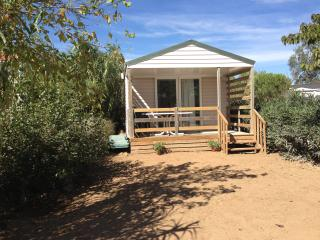 Nice Caravan/mobile home with Internet Access and Shared Outdoor Pool - Canet-en-Roussillon vacation rentals
