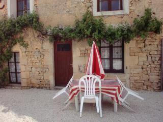 2 bedroom Gite with Internet Access in Villefagnan - Villefagnan vacation rentals