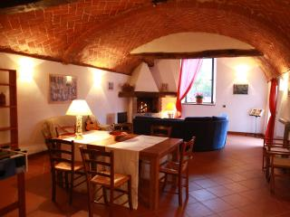 Warm 2 bedroom villa situated not far from Florence features shared pool and garden - Londa vacation rentals