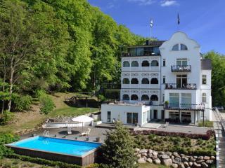 """Meeresbrise"" Villa Rex - Sellin vacation rentals"