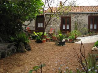 Separates Ferienhaus auf pflanzenreicher Finca - El Tanque vacation rentals