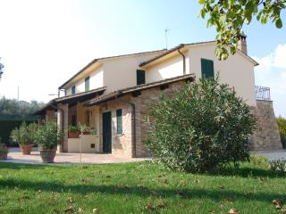 Nice Condo with Internet Access and Wireless Internet - Bettona vacation rentals