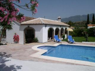 Detached villa, private pool and gardens - Coin vacation rentals