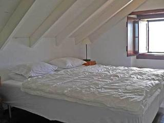 Charming 1 bedroom Alcabideche Guest house with Internet Access - Alcabideche vacation rentals