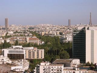 Bright, calm, panoramic view, Wifi, phone, parking - Courbevoie vacation rentals