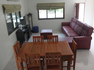 Cozy Kanchanaburi vacation Bungalow with Wireless Internet - Kanchanaburi vacation rentals