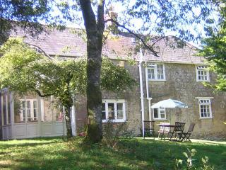 Orchard Cottage, sleeps 5 (+1) - 2 spacious ensuite bedrooms, King-size beds - Broadwindsor vacation rentals