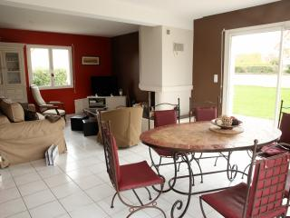 4 bedroom House with Internet Access in Douvres-la-Delivrande - Douvres-la-Delivrande vacation rentals