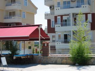 2 bedroom Apartment with Internet Access in Side - Side vacation rentals