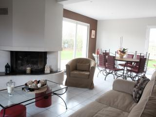 Nice House with Internet Access and Dishwasher - Douvres-la-Delivrande vacation rentals