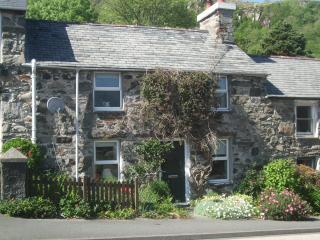 2 bedroom Cottage with Internet Access in Penmorfa - Penmorfa vacation rentals
