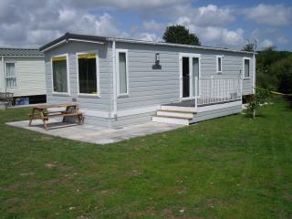 Cozy 2 bedroom Caravan/mobile home in Burgh le Marsh with Internet Access - Burgh le Marsh vacation rentals