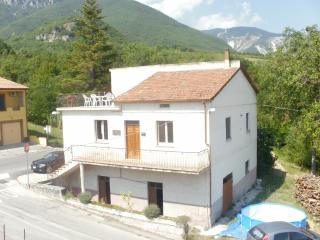 Beautiful 3 bedroom House in Palombaro - Palombaro vacation rentals