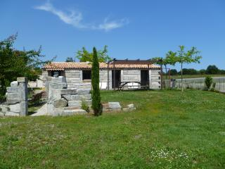 MAISON EN PIERRE  PISCINE - Ghisonaccia vacation rentals