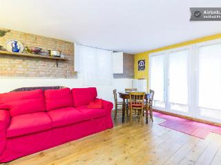 Cozy 1 bedroom Bologna Apartment with Internet Access - Bologna vacation rentals