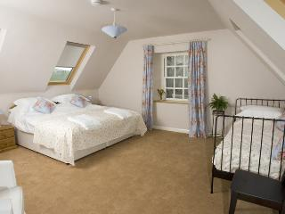 Perfect 3 bedroom Morebattle Cottage with Dishwasher - Morebattle vacation rentals