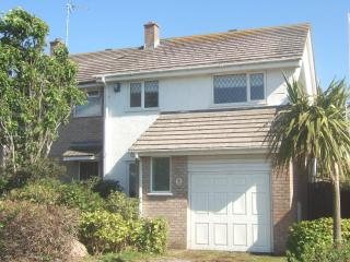 FISTRAL PROPERTY UPTO 10 MINUTE WALK TO THE BEACH - Newquay vacation rentals