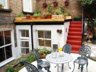 Lennox Gardens - quiet flat with private Garden - London vacation rentals